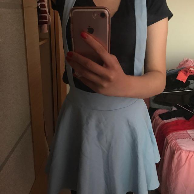 水藍色吊帶裙