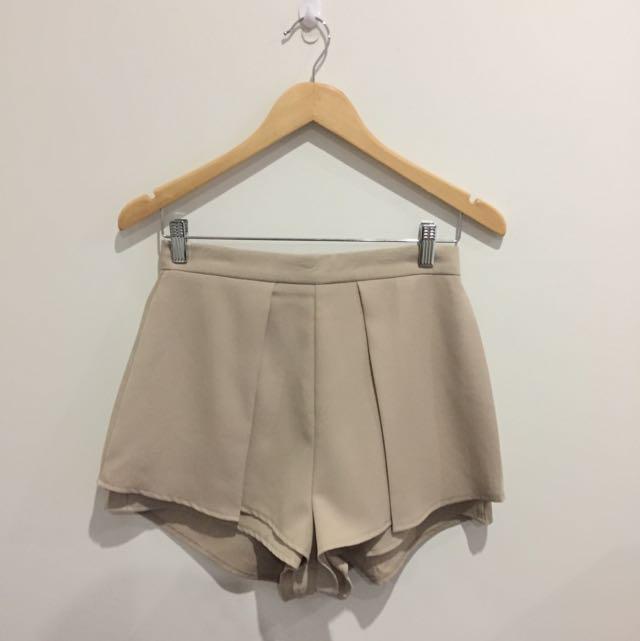 NEVER WORN High Waisted Beige Shorts