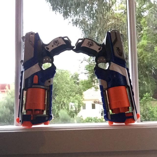 Nerf Guns With Many Nurf Bullets