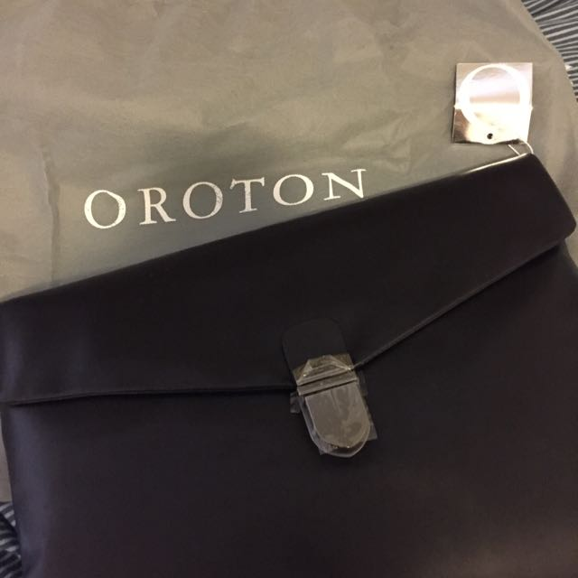 Oroton -men Clutch