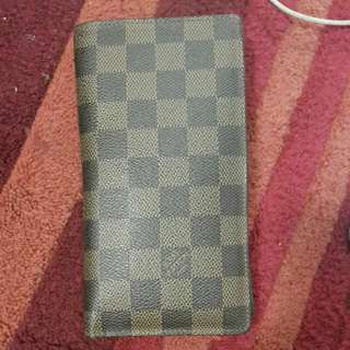 Used Good Condition LOUIS VUITTON WALLET.