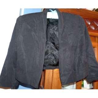 Witchery lyocel size 10 black crop jacket very smart just needs a steam been in storage