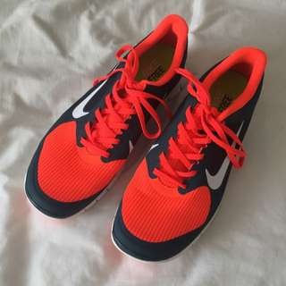 NEW MENS Orange Nikes