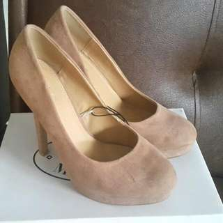 NEW RUBI SHOES NUDE SIZE 39