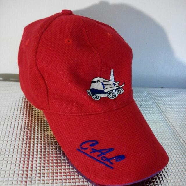紅色棒球帽