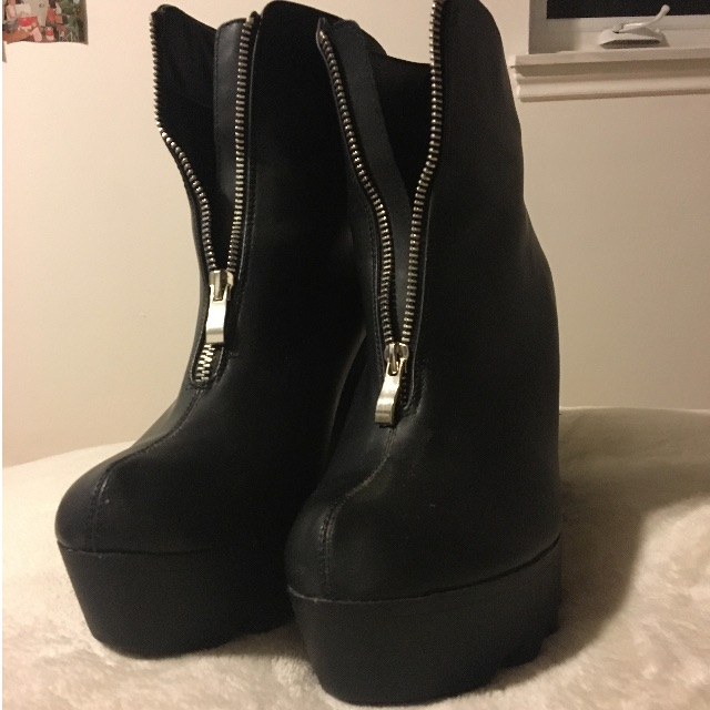 Black Block Chunky Heel with Cleated Sole Boot Size 11