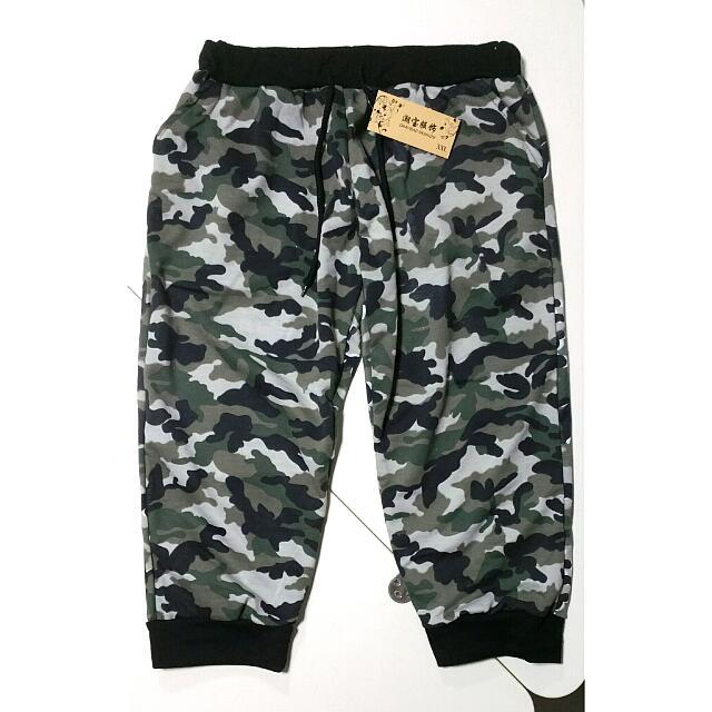 15e4778021 BN Camo Knee Length/ Three-quarters Pants, Men's Fashion on Carousell
