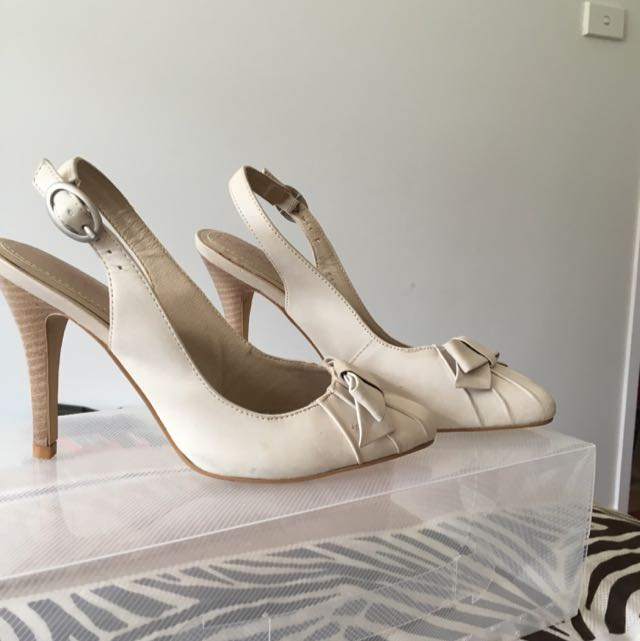Bonbons Nude Heels With Bow Detail on Toe