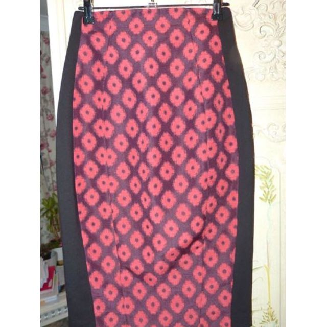 Cue in the city skirt with tapestry panel high waisted size 6 as new