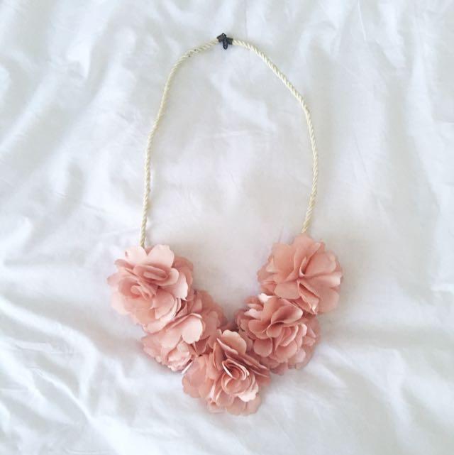 Kalung Bunga Pink