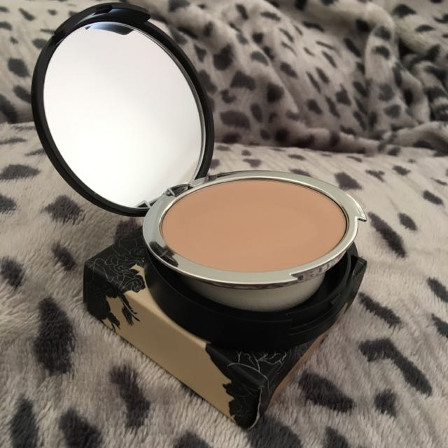 Kat Von D Lock It Powder Foundation 46
