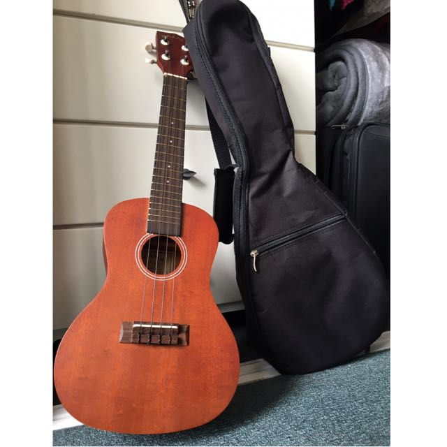 Makala Wood Concert Ukulele With Shoulder Bag