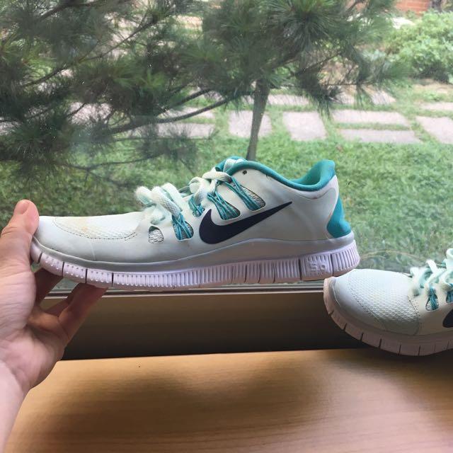 Nike 淡綠色運動鞋