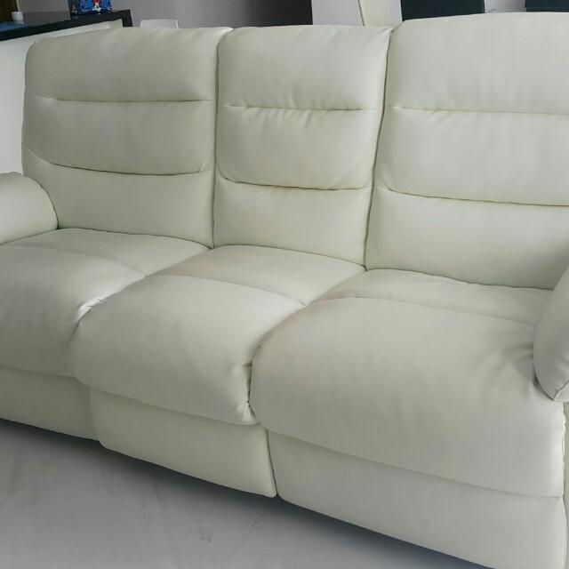 Novena Italia Classy White Leatherette Sofa With Recliner Furniture