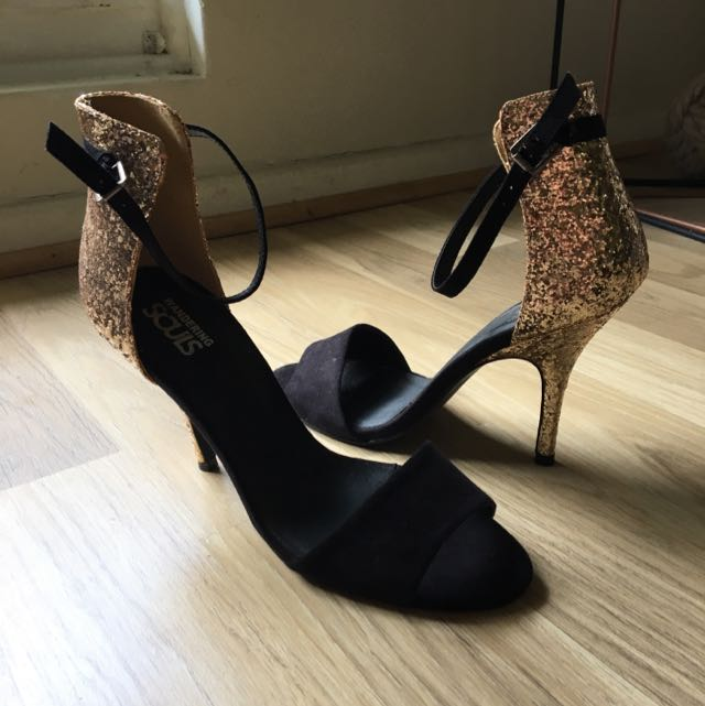 Wandering sole Black And Gold Heels