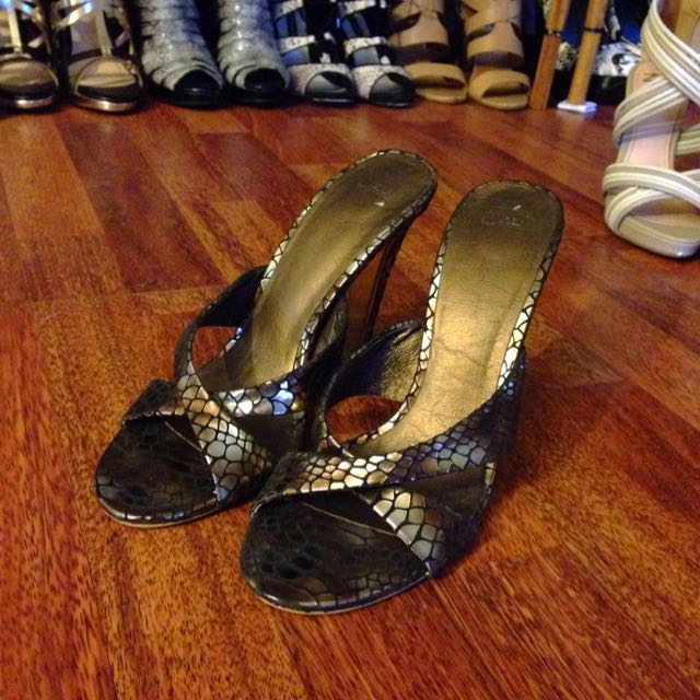 ZU Metallic Brown Slippers Heels