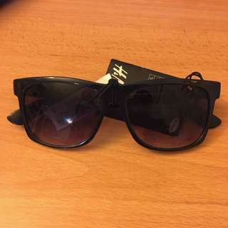 H&M Black Sunglasses