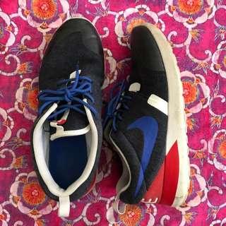 Nike Roshe Size 7