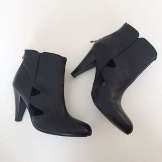 Mimi Loves Jimi Ankle Boots