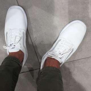 VANS 1.5 white size 11 like NEW
