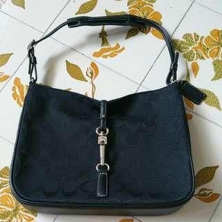 PRELOVED - AUTHENTIC COACH SHOULDER BAG