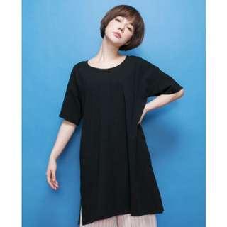 🚚 【STARKIKI】獨家設計大圓領開岔擺素色 黑色 短袖上衣 長版 寬版 棉T 洋裝
