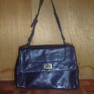 BUENO Shoulder Bag in Plum.