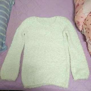 白色圓領毛衣