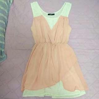 粉色無袖洋裝