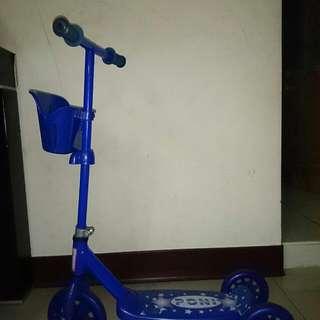 幼兒滑板車