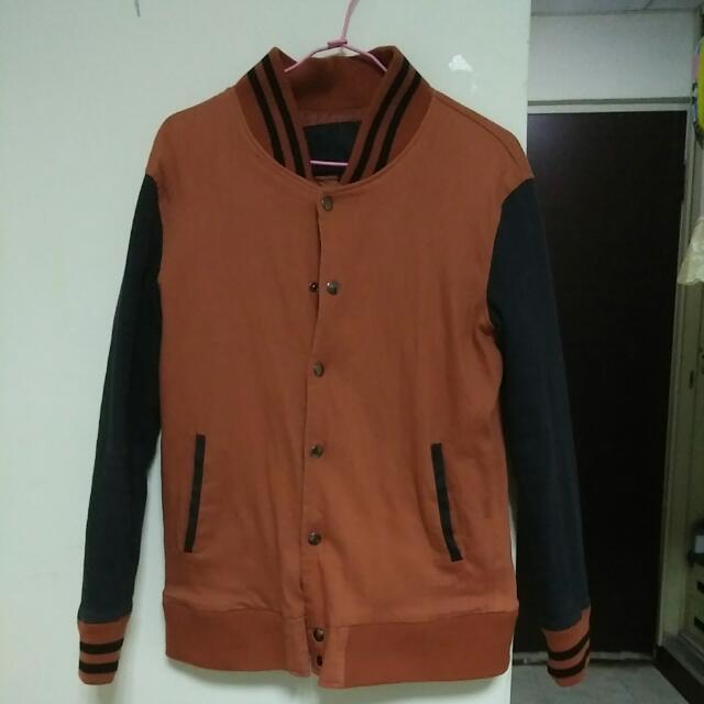暗橘色棒球外套