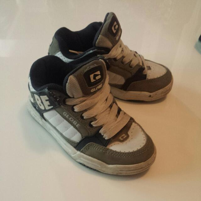 Boys Size 13 GlOBES Great Condition
