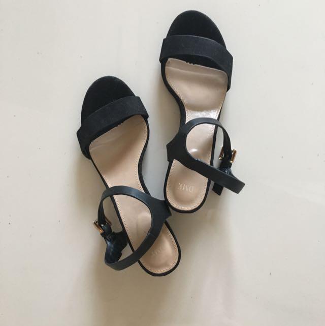DMK Black Sandal