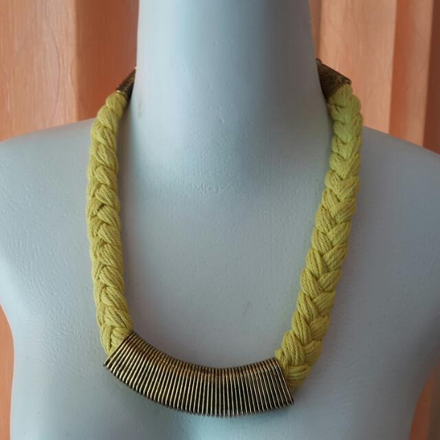 Kalung Kepang Kuning