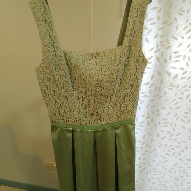 Review Ladies Size 8 Mint Green Dress