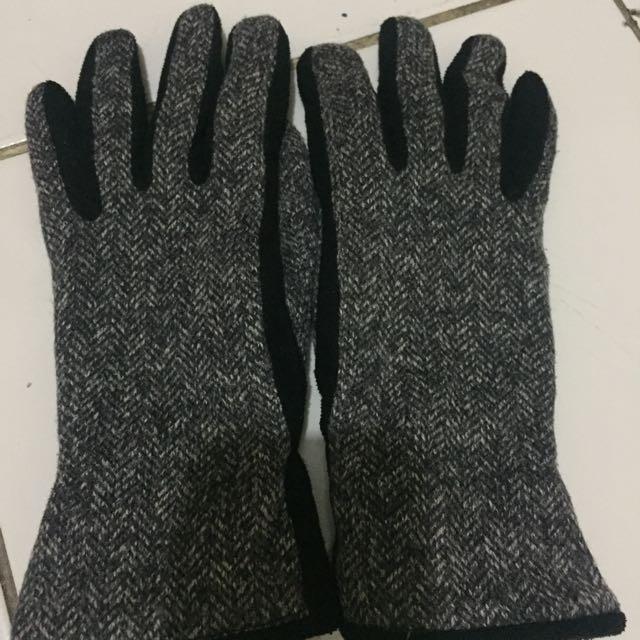 Uniqlo Black Gloves
