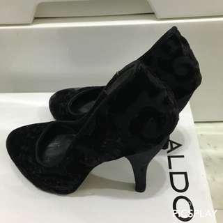 NINE WEST 黑色絨布高根鞋