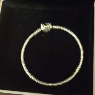 Brand New Pandora Bracelet With Heart Clasp (ON HOLD)