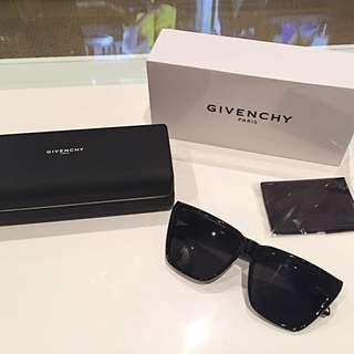 Givenchy Flat Top Sunglasses (GV 7002/S)