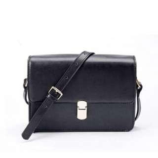 🆕 Black Boxy Sling Shoulder Bag