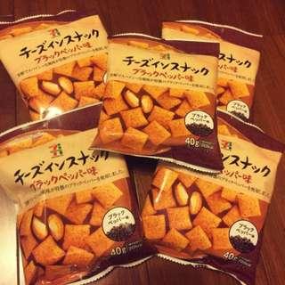 日本🇯🇵7-11限定起士餅乾 40g 黑胡椒/原味