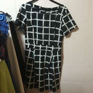 Shift dress monochrome