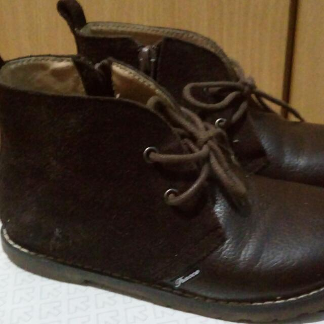 Brown Boots Kids - Tracce