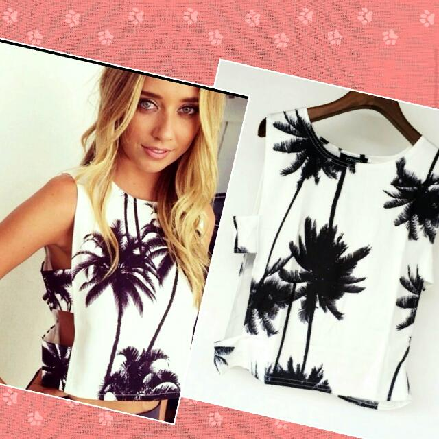 $15 😍😍Gorgeous Palm 🌴 Design Beach/summer Top, Cut Out Sides. size Small  $15