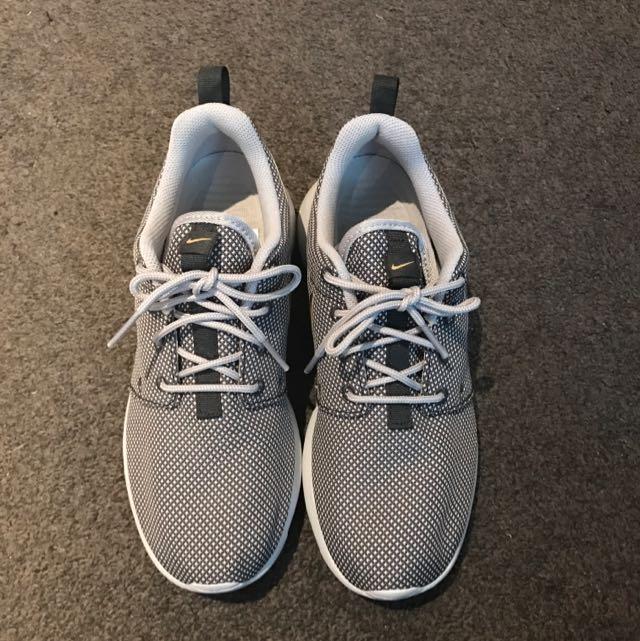 Nike WMNS Roshe One Size US6