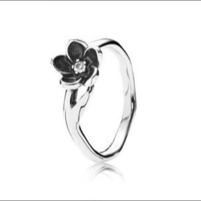 Pandora Black Flower Ring