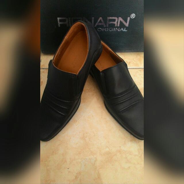 Sepatu Kulit Rionard Original Hitam