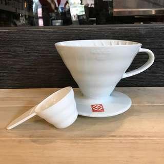日本 Hario V60 白色 陶瓷 圓錐濾杯 ( 1~4杯用 ) / VDC-02W