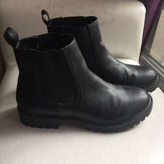 Classic (Faux) Leather Chelsea Boots