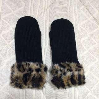 TALULA Animal Printed Fur Mittens